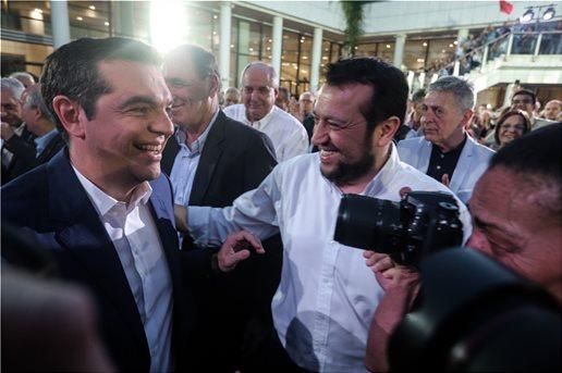 , Μία ωραία ατμόσφαιρα: «Άχαστοι», «δανεικοί» και γεφυροποιοί στο Μέγαρο για τον ΣΥΡΙΖΑ